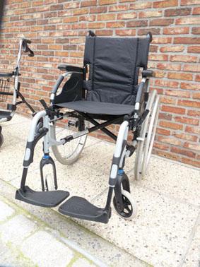 Petite annonce 111585 : chaise roulante pour personne a mob. r�duite assise 43 cm pneus pleins