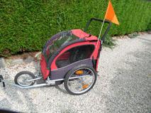 Petite annonce 111645 : remorque v�lo pour 2 enfants tr�s pratique pour les balades � v�lo avec les enfants.