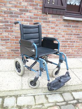Petite annonce 112289 :  chaise roulante assise 48 cm repliable pour le transport