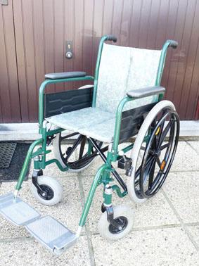 Petite annonce 113168 : chaise roulante assise 44 cm repliable pour le transport