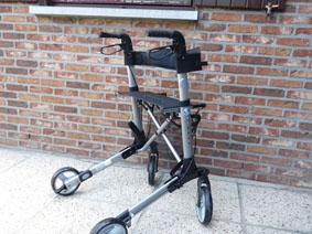 Petite annonce 113500 :  d�ambulateur rolator vermeiren quadri light 4 roues , pliant tr�s l�ger