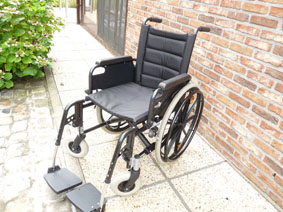 Petite annonce 114008 :  chaise roulante l�g�re assise 42 cm repliable , eclips +
