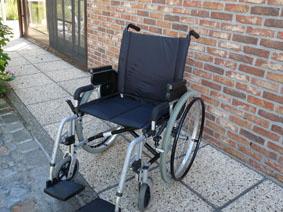 Petite annonce 114010 :  chaise roulante tr�s l�g�re assise 48 cm repliable , pluriel primeo d�montable pour le transport ,